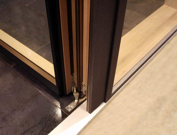 Skyline Facade, detail of the door hinge