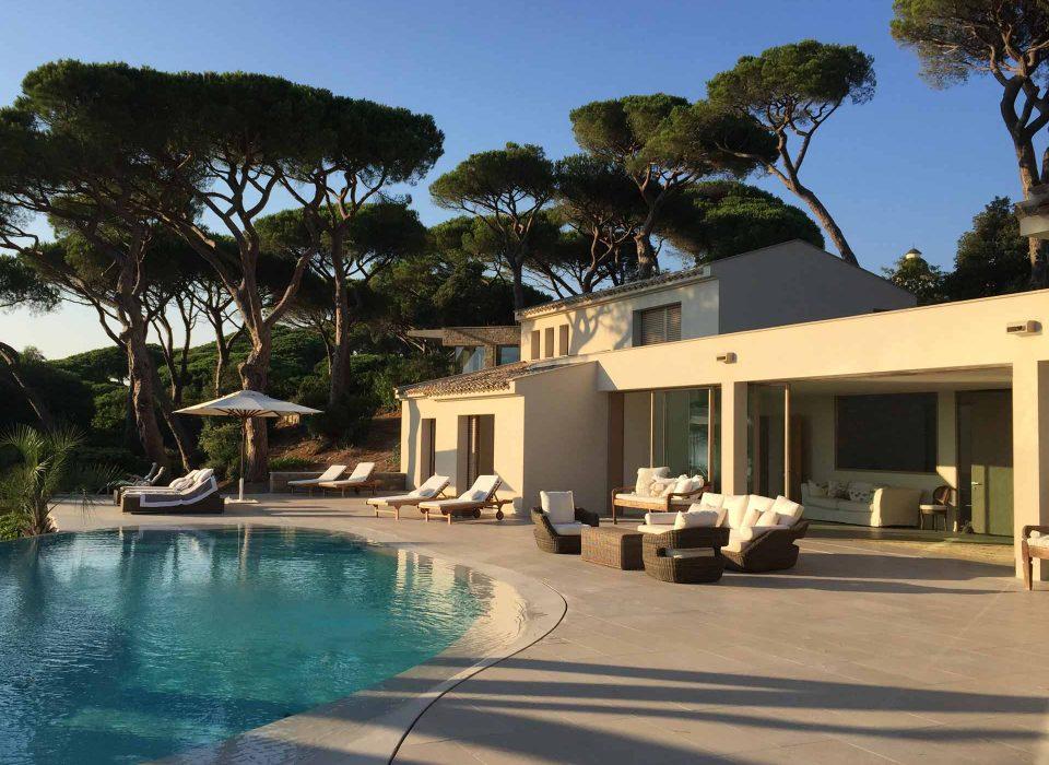 Villa Saint Tropez, view of the wooden Skyline Sliding doors