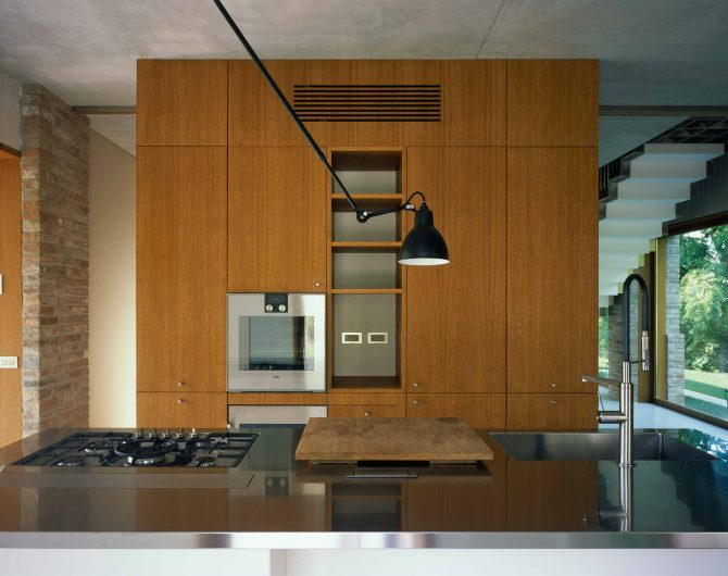 Front view of the kitchen with fixed wooden glazing