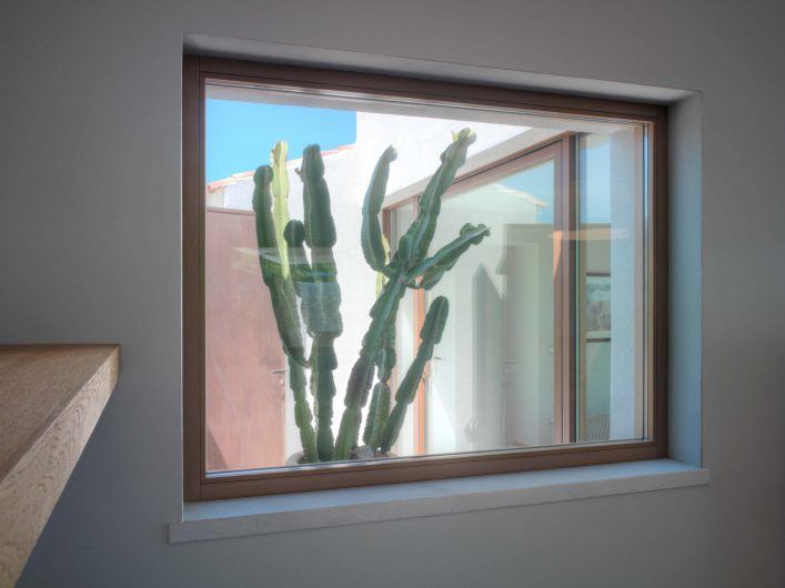 Detail of a fixed window in the living area