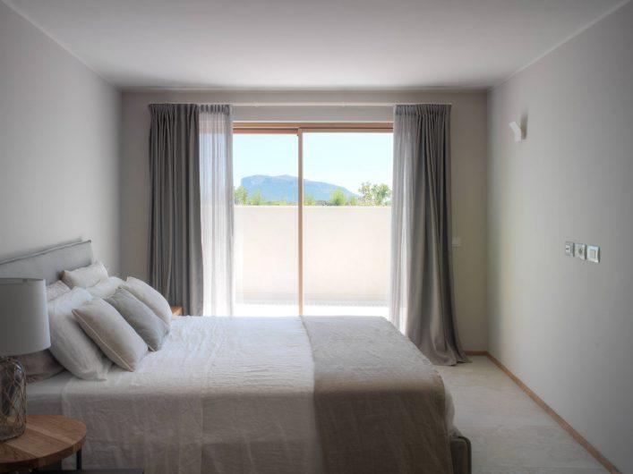 Lift and slide with two doors in the bedroom of Villa Costa Smeralda