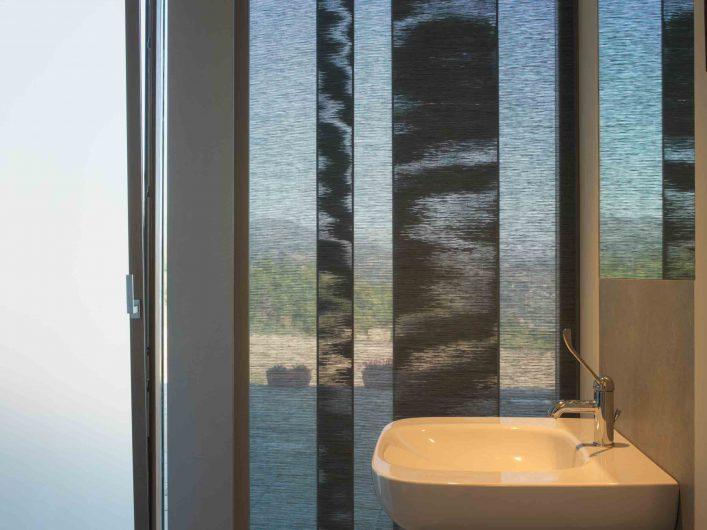 View of the bathroom of Villa Firenze with vasistas door