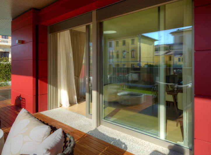 Villa Modena, external view of the Alu 90 sliding door