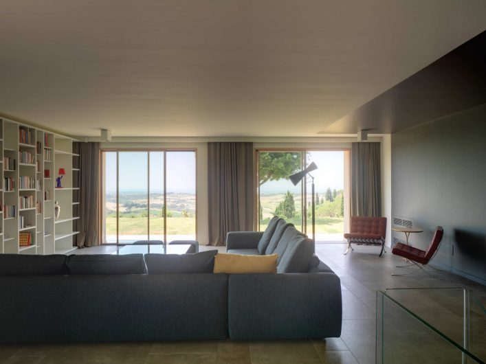 View of the living space of Villa Pisa with wooden lift and slide doors
