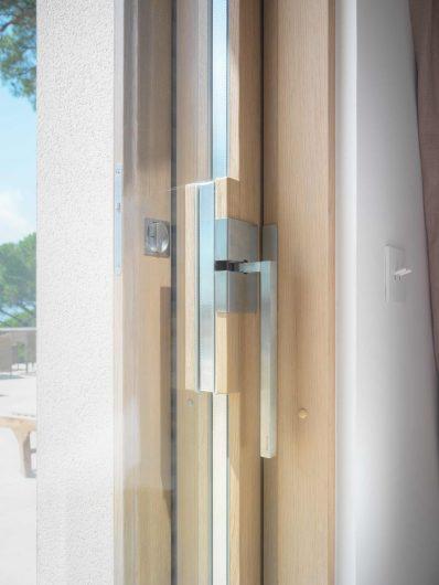 Detail of the custom satin chrome handle of the sliding lift
