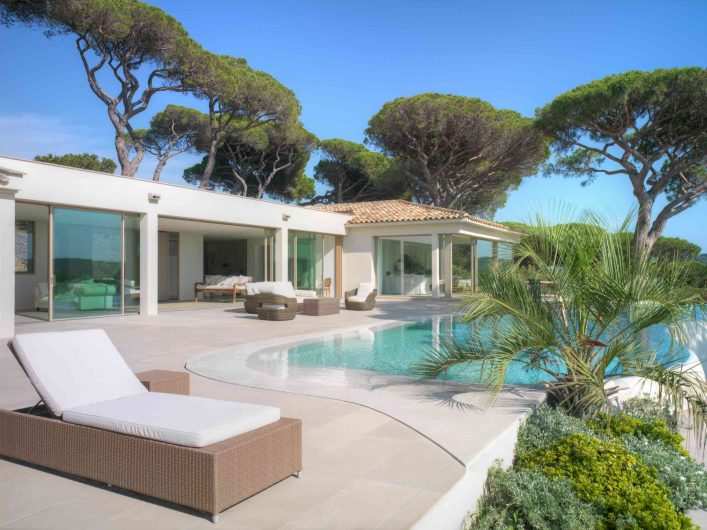 View of the main facade of Villa Saint Tropez with Skyline Sliding lift and slide