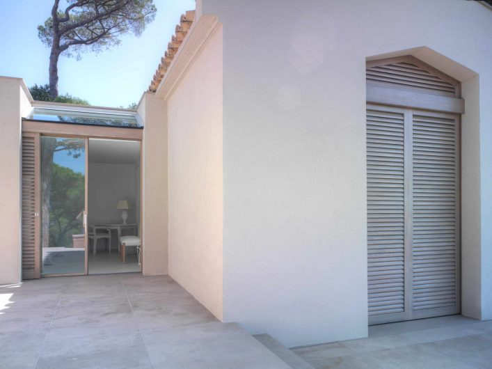 External view of the sliding door with skylight and of the two wooden shutters