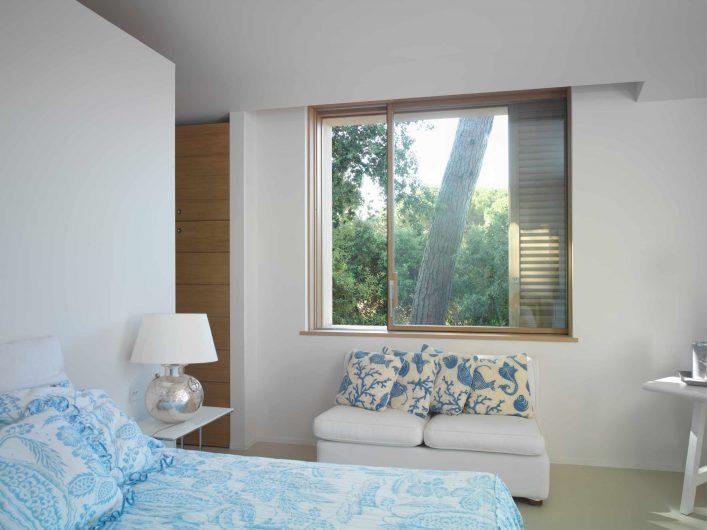Lift and slide window format installed in the bedroom of Villa Saint Tropez