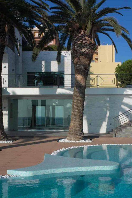 Villa Taranto, view of the main façade with swimming pool